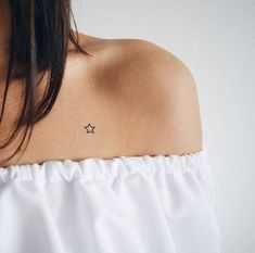 Tattoo small family tatuajes 35 Ideas tattoos on neck catcher tattoos on neck on neck small tattoos on neck Mini Tattoos, Small Star Tattoos, Small Tats, Trendy Tattoos, Cute Tattoos, Body Art Tattoos, New Tattoos, Tattoos For Women, Tatoos