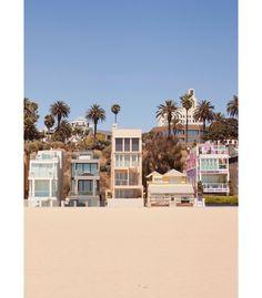 Pour sa collection printemps-été 2017, présentée en temps normal à la Fashion Week de New York en février, Tommy Hilfiger choisit la ville de Los Angeles où il a puisé son inspiration. Un défilé qui aura lieu le 8 février à Venice Beach et adoptera une nouvelle fois le concept de see-now buy-now permettant de s'offrir les créations instantanément.