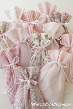 Deco Baby Shower, Baby Shower Parties, Baptismal Giveaways, Girl Baptism Party, Sewing Crafts, Sewing Projects, Vintage Floral Fabric, Lavender Bags, Baptism Favors