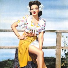 Linda Darnell looking smokin in this gorgeous peasant top combo Hollywood Fashion, 1940s Fashion, Vintage Hollywood, Hollywood Actresses, Classic Hollywood, Vintage Fashion, Old Movie Stars, Classic Movie Stars, Hooray For Hollywood