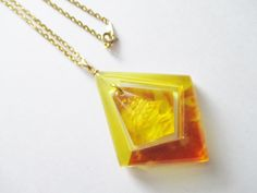 Vintage Reverse Carved Ship Amber Lucite Pendant Necklace Gold Plated Chain    #UnbrandedPendantNecklace #PendantChainReverseCarvedVintage
