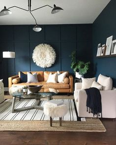 64 Best Ideas How To Living Room Wall Decor ~ House Design Ideas Navy Living Rooms, Accent Walls In Living Room, Home Living Room, Living Room Designs, Living Room Decor, Dark Blue Living Room, Dark Blue Walls, Navy Walls, Barn Living