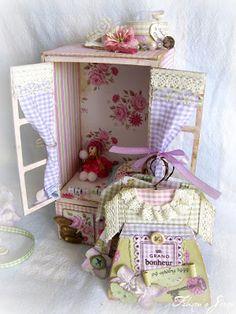 """Pour tes beaux yeux...le Scrap de Fabinou: Petite penderie de poupée et son mini """"sur cintre""""..."""