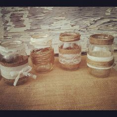 12 Burlap & Lace Mason Jar Centerpieces por DownInTheBoondocks