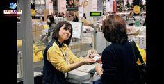 """Cultura """"omotenashi"""" - a arte do atendimento ao cliente no Japão surpreende até na hora de dar o troco."""