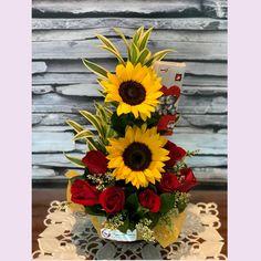 Altar Flowers, Church Flowers, Funeral Flowers, Diy Flowers, Flower Decorations, Fresh Flowers, Sunflower Floral Arrangements, Valentine Flower Arrangements, Church Flower Arrangements