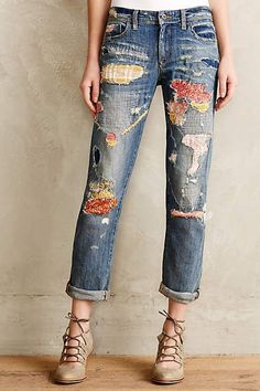 Pilcro Premium Hyphen Sweater-Patch Jeans Ok so this in now a must in my life, going to make my version soon! Jean Rapiécé, Jean Diy, Patch Jeans, Patches For Jeans, Patchwork Jeans, Diy Jeans, Women's Jeans, Ragged Jeans, Jeans Trend
