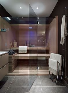Who wants to create a real oasis of well-being in your own four walls, you can schedule a bathroom with sauna. Sauna lovers would be excited by this idea, Home Spa Room, Spa Rooms, Sauna Steam Room, Sauna Room, Grey Floor Tiles, Grey Flooring, Gray Floor, Cabine Sauna, Design Sauna