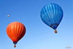 Eine Ballonfahrt ist ein besonderes Abenteuer. Sie helfen den Ballon startklar zu machen und die Hülle füllt sich mit heißer Luft. Die Stille und das Panorama sind überwältigend.  Kreative Ideen zur Freizeitgestaltung, originelle Geschenkideen (Erlebnisgeschenke, Zeitgeschenke) und ganz viel Inspiration findest du auf Jollydays. Abenteuer warten auf dich!  Geburtstag, Weihnachten, Tipps, Ideen, Hochzeit, Valentinstag, Muttertag, Vatertag, Abschied, Einzug, Reise, Kaufen Inspiration, Lift Off, Collection, Going Away, Waiting, Father's Day, Valentines Day, Creative Ideas, Biblical Inspiration
