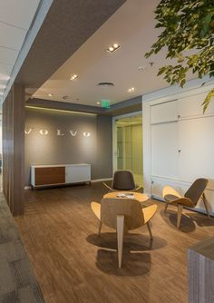 Volvo do Brasil - São Paulo - 2015 Volvo, Plasterboard, Ceiling Ideas, Conference Room, Living Room, Table, Furniture, Design, Home Decor