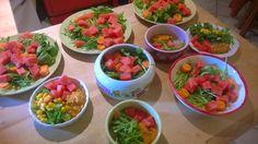 Friséesalat, Wassermelone und Möhre für alle. Brei und Mais zusätzlich für ausgewählte Kandidaten.