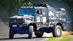 MUNDO QUATRO RODAS: KAMAZ   Watch 1,000 HP Kamaz Dakar Truck Drift Its... Dirt Racing, Off Road Racing, Road Race Car, Race Cars, Pajero Off Road, Off Road Tires, Trophy Truck, Goodwood Festival Of Speed, Car Hd