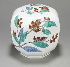 Saikada Kakiemon XV (b.1968), Octogonal lidded bowl, created in 2016. PRN: JCR24790.