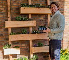 Five Ideas For Your Vertical Herb Garden Verticle Garden, Vertical Garden Wall, Herb Garden, Vegetable Garden, Pergola Patio, Pergola Kits, Metal Pergola, Backyard Plants, Garden Boxes