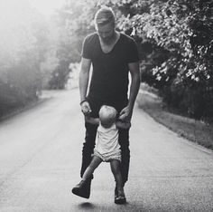 Take a look at these gorgeous father and child images. They're sure to make you swoon!