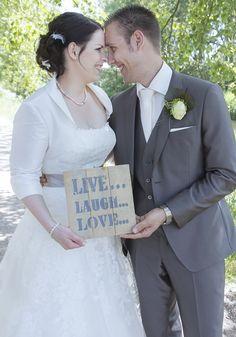 Leuk bij de fotoreportage, in de feestzaal en daarna in huis! Live Laugh Love, Wedding Dresses, Accessories, Bride Dresses, Bridal Gowns, Weeding Dresses, Wedding Dressses, Bridal Dresses, Wedding Dress