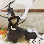 VER MAS BRUJAS POR: molanmiscalcetas VERPATRÓN 26006 MATERIAL lanas de colores ojos guata para el relleno ganchillo y aguja de lana INICIO