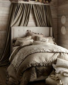 Beautiful monochromatic bedroom http://rstyle.me/n/egj6cnyg6