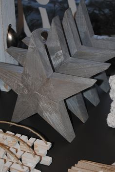 Sølvstjerner laget av gamle paller. #pallet
