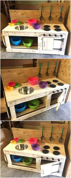 Kids Mud Kitchen Made with Wood Pallets is part of Kids Crafts Outdoors Mud Kitchen - Crafting different kind of furniture out of these used wood pallets and sharing the ideas to our dear readers is our passion We collect the Diy Mud Kitchen, Mud Kitchen For Kids, Kitchen Ideas, Backyard Playground, Backyard For Kids, Diy For Kids, Pallet Kids, Pallet Playhouse, Playhouse Plans