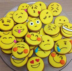 Too-cute-to-eat emoji cookies. Too-cute-to-eat emoji cookies. Emoji Christmas, Biscuit Recipe, Cake Tins, Bake Sale, Savoury Cake, Clean Eating Snacks, Sugar Cookies, Cookies Kids, Cookie Decorating