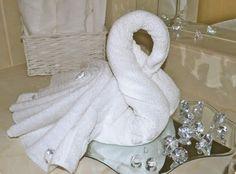 Origami Towel Folding, Napkin Folding, Paper Folding, Towel Swan, Diaper Animals, Diaper Crafts, Bathroom Towel Decor, Towel Animals, How To Fold Towels