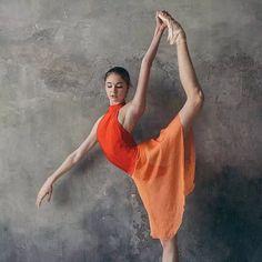 Mon.视觉 | 甜甜哒瓦岗诺娃尖子生Alena Kovaleva Vaganova Ballet Academy, Bolshoi Ballet, Ballet Dancers, Dance Academy, Ballerina, Art Pieces, Ballet Skirt, Dance Pictures, Barre