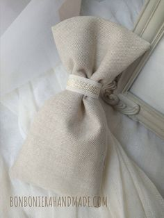 Μπομπονιέρα γάμου - Χειροποίητο πουγκί σε χρωματισμούς εκρού - χρυσό - Bonboniera Handmade Napkin Rings, Decor, Fashion, Moda, Fashion Styles, Decorating, Dekoration, Fashion Illustrations, Deco