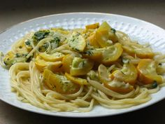 Spaghetti mit Zucchini-Dill-Sauce