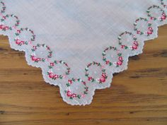 Vintage Handkerchief, Red, Pink and White Rose Wreaths, Silver Scalloped Edge, Unused, Vintage Hankie, Wreaths, Pink Roses, Valentine's Day by leckaleigh on Etsy