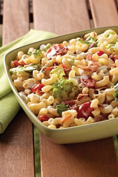 BLT Homestyle Macaroni Salad – They like BLTs. They like macaroni salad. So it stands to reason this classic summer side dish will be a hit at your house. Simply add in bacon, tomato, and lettuce to this traditional macaroni salad recipe. Add it to your list of cookout recipes to try this summer.
