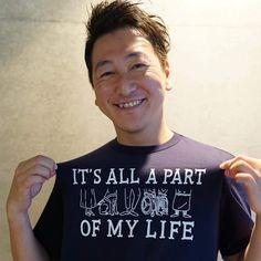 【ジャーナリスト堀潤氏からも】 補助犬チャリティTシャツ販売は9/10(日)23時59分まで!  ジャーナリスト堀さんからも、素敵な笑顔のチャリT photoが届きました‼️ありがとうございます‼️ *堀さん着用は、紺のLサイズです。ご購入は明日9/10(日)23時59分まで! ◆チャリティーページ  https://jammin.co.jp/charity_list/170904_jsdrc/ ◆購入ページ  https://jammin.co.jp/shop/ ************♪♪♪**** 堀さん率いるGARDEN Journalismでも、動画紹介あり!ぜひ、こちらもご覧下さい。↓ 【障害者支援】補助犬を知っていますか 差別解消に向け理解を広げたい https://gardenjournalism.com/project/hojoken/  #JAMMIN #補助犬 #ほじょ犬 #盲導犬 #介助犬 #聴導犬 #身体障害者補助犬 #補助犬法 #補助犬の日 #ほじょ犬の日