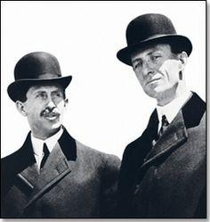 Braća Orville i Wilbur Wright, konstruktori i graditelji aviona s motorom. 17. prosinca 1903. godine uspjeli poletjeti sa svojim avionom Flyer I preletjeli 37 metara. Let je trajao samo 12 sekundi.