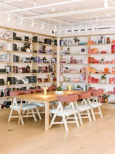 The Wing's women-focused co-working club in Chicago takes cues from Frank Lloyd Wright Frank Lloyd Wright, Design Lab, Design Trends, Fulton Market, Bookshelf Styling, Bookshelves, Bar Interior, Interior Styling, Interior Design