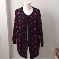 Essentials HP🔴⚫️polka dot reversible duster🔴⚫️ So funky! Cotton wool blend. I would recommend for anyone 5'5 and taller. Baggy on a medium- large. 30.5 inches from shoulder to bottom hem. Slouchy sleeves. From the 80's. Vintage Sweaters