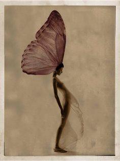 Giovanni Gastel Foto scattata per la serie METAMORFOSI. Polaroid 20/25 della ragazza scattato negli anni '90 ali sovrapposte elettronicamente colorazione e filtratura digitali. Milano 2014