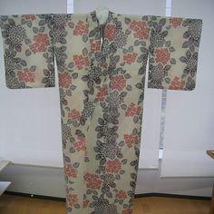 浴衣ができるまでPart16 アイロン仕上げも終えて、ついに浴衣完成しました!✨ #浴衣 #ゆかた #yukata #sewing #和裁 #仕立て  #完成 #東亜和裁 #toawasai #東亜和裁の浴衣ができるまで2016