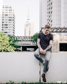Distorted People Streetstyle : Brown-Grey Striped ''Travis'' Tshirt, Grey Denim Jeans ''Django'', Chelsea Boots 'Sanders'' in Light Brown