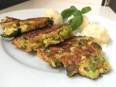 Lavkarbo cheddar-fritters med brokkoli. Klikk deg inn på bloggen for oppskrift. Fritters, Tandoori Chicken, Cheddar, Meat, Ethnic Recipes, Food, Blogging, Cheddar Cheese, Beignets