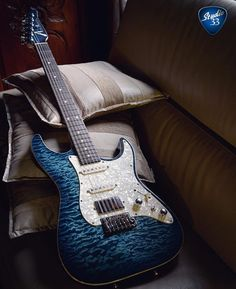 Happy #Straturday Here's something a little different a Tom Anderson Drop Top Classic in Arctic Blue Burst from @florian_casciano #andersonguitarworks #Studio33Guitar