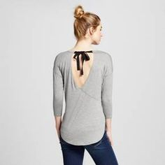 Shake up your t-shirt collection with the Women's Tie Cut Out Back Tunic Top by Soul Cake (Juniors'). This women's shirttail blouse adds a dramatic back for an unexpected elevated look.<br><br>Used to Women's sizes? Size up in Junior's or check the size chart to determine best fit.