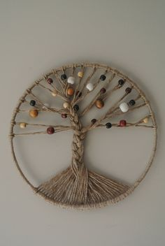 Tree of Life Jute with natural colored beads Macrame Wall Hanging Patterns, Macrame Art, Macrame Projects, Macrame Patterns, Beaded Crafts, Yarn Crafts, Decor Crafts, Diy Arts And Crafts, Hobbies And Crafts