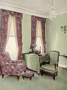 A design by Elsie de Wolfe, the lady-socialite who invented modern interior decoration Elsie De Wolfe, Chintz Fabric, Vintage Interiors, Dark Interiors, Interior Decorating, Interior Design, Modern Interior, Interior Photo, Room Set