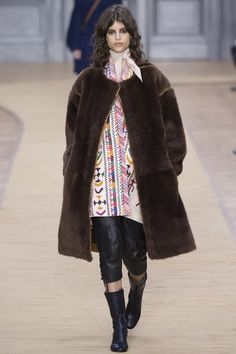 See the complete Chloé Fall 2016 Ready-to-Wear collection.