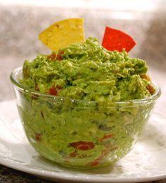 Sweet Pea Guacamole: great new twist on a classic! #vegan #grainfree # ...
