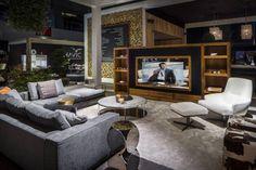 Magic Mirror tv verwerkt in Audio Video meubel.  (de B&G Audio Video Solutions BV)