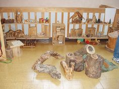 Natural logs in the block center reggio Learning Spaces, Learning Environments, Learning Centers, Reggio Classroom, Preschool Classroom, Block Center Preschool, Montessori, Waldorf Kindergarten, Tree Study
