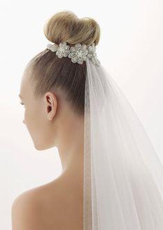 Rosa Clara veil attached under a ballerina bun
