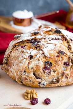 Vegetarian · Serves 12 · This No-Knead Cranberry Honey Walnut Artisan Bread is a delicious sweet bakery-style bread that's perfect for the holidays! Make it perfect with my easy pro tips for homemade bakery-style bread! Artisan Bread Recipes, Bread Machine Recipes, Easy Bread Recipes, Baking Recipes, Artisan Food, Spelt Recipes, Cheap Recipes, Dip Recipes, Delicious Recipes