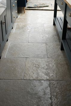 stone flooring The brilliant offers at Floors of Stone continues, this time we are focusing on the beautifully traditional Umbrian Limestone. This Indian stone is rich with. Stone Tile Flooring, Flagstone Flooring, Natural Stone Flooring, Slate Flooring, Flagstone Paving, Flooring Ideas, Natural Stone Tiles, Slate Floor Kitchen, Stone Kitchen